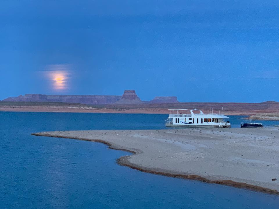 Houseboating On Lake Powell Is An Otherworldly Adventure And
