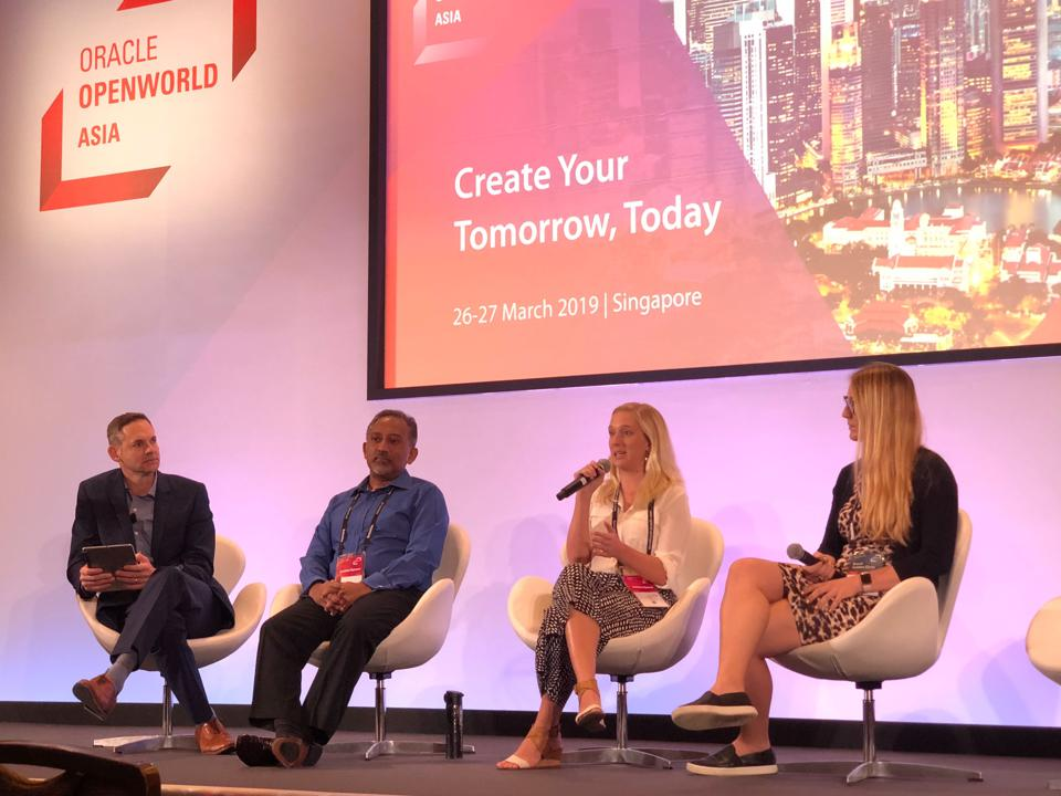 Early and late-stage startups can get access to global marketing resources, such as the opportunity to participate in Oracle OpenWorld Asia.