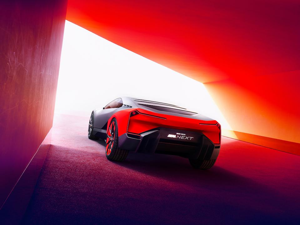Maximum output is calculated at 600hp with 62 mph speed in just three seconds and an electric range of 62 miles