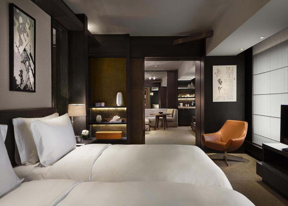 A Deluxe Twin room at Rosewood Beijing