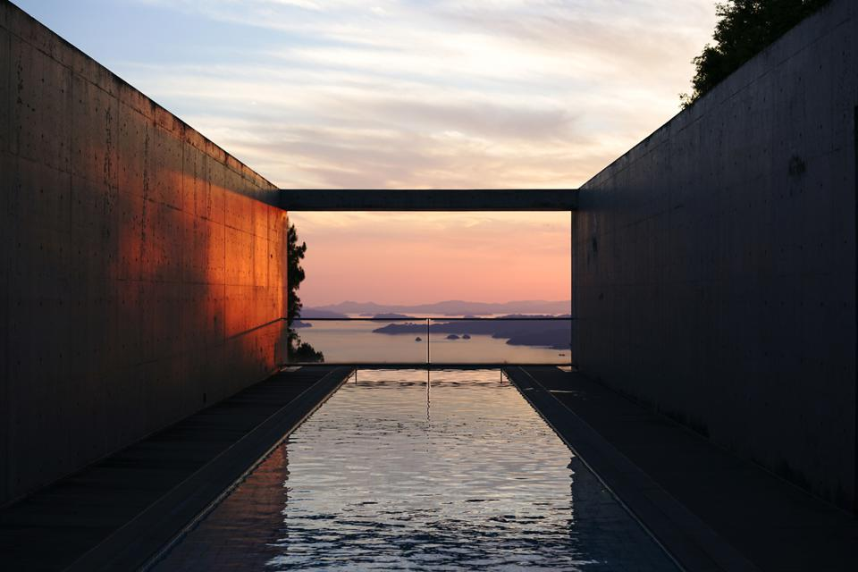 Infinity pool at Setouchi Aonagi in Japan.