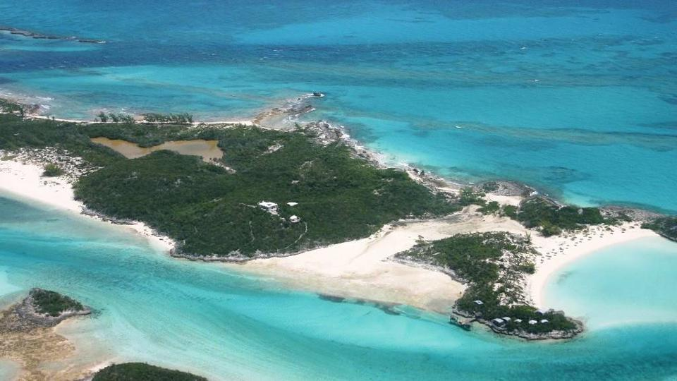 John Christie aerial photo of Saddleback Cay