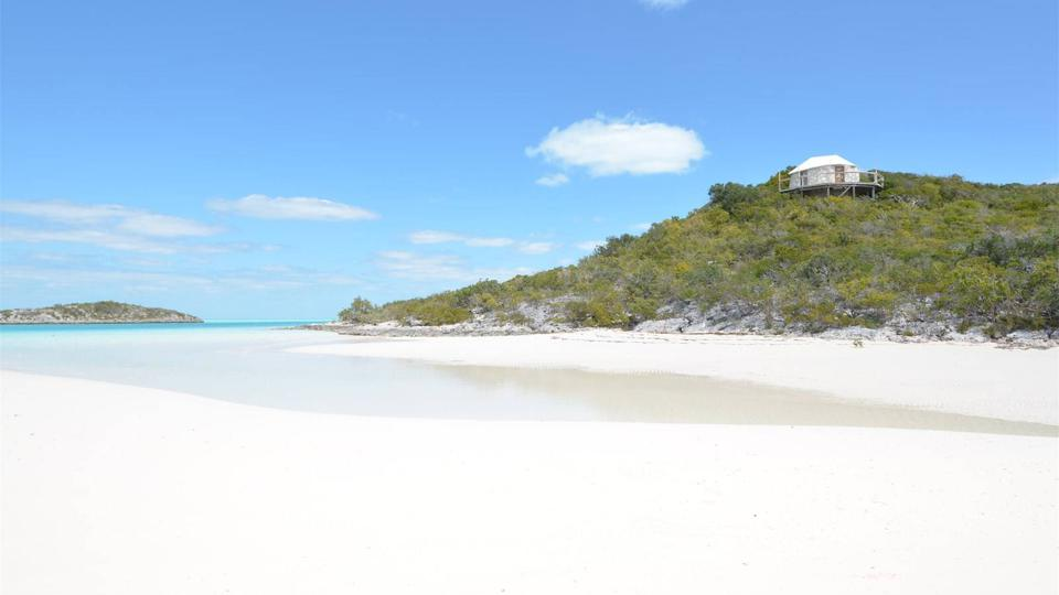 The beaches of Saddleback Cay.