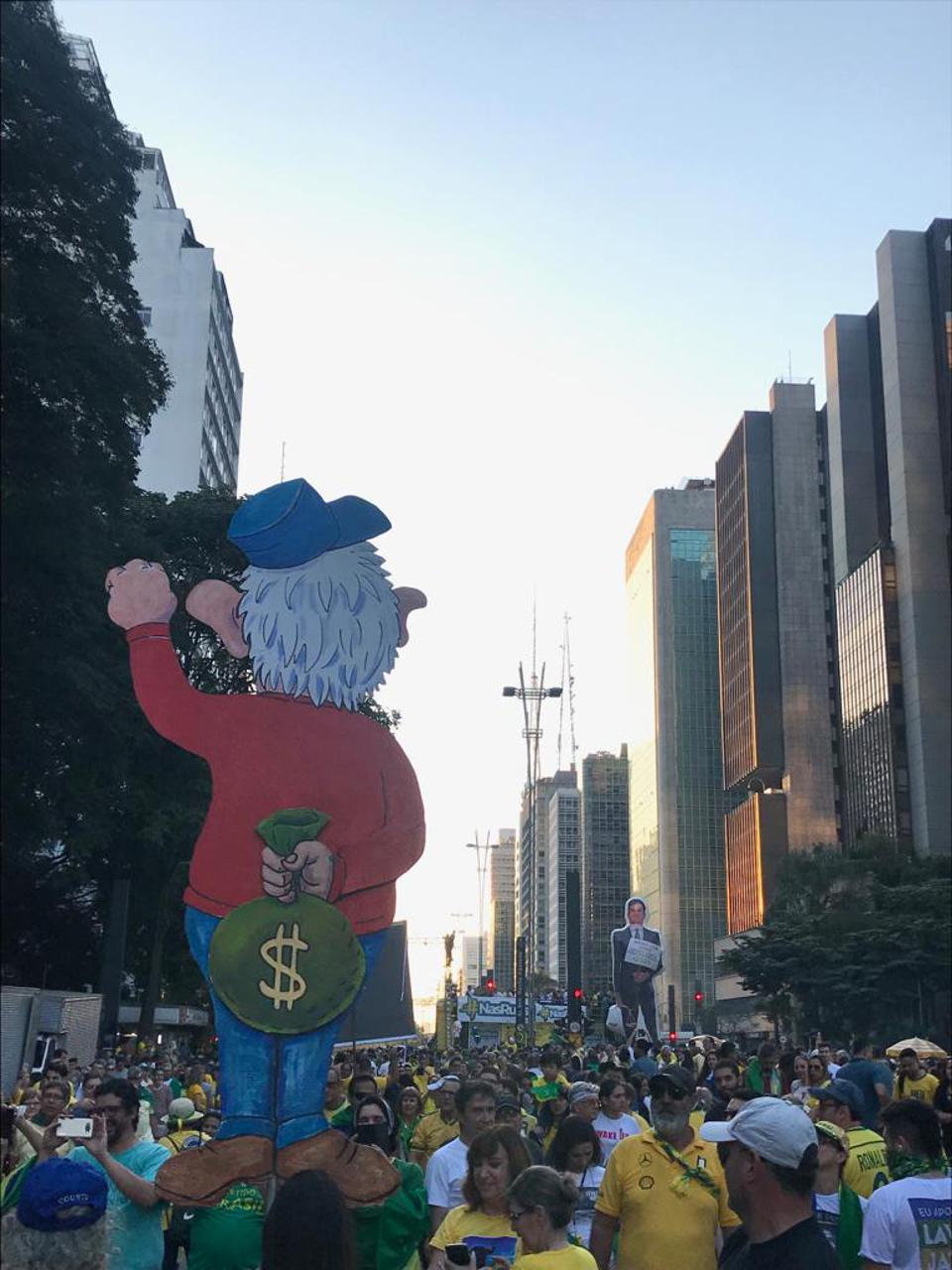 Ursula Castelloti's picture of June 30 protests along Ave Paulista
