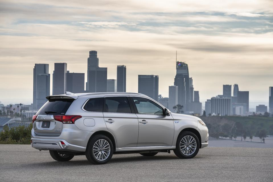 2019 Mitsubishi Outlander PHEV GT S-AWC Test Drive And
