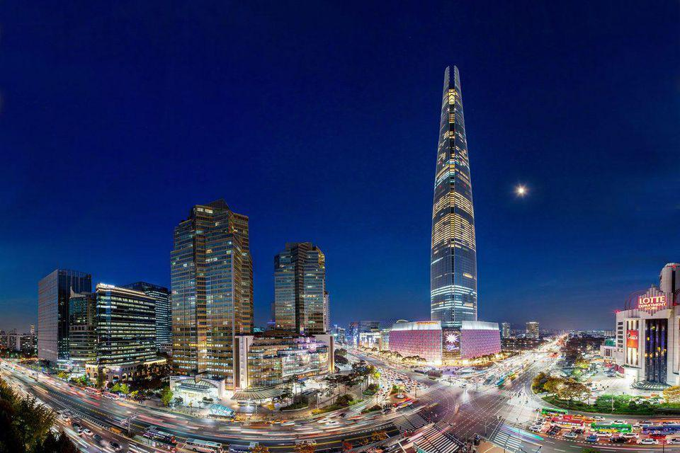 Signiel Seoul is located in Lotte World Tower, Korea's tallest structure.