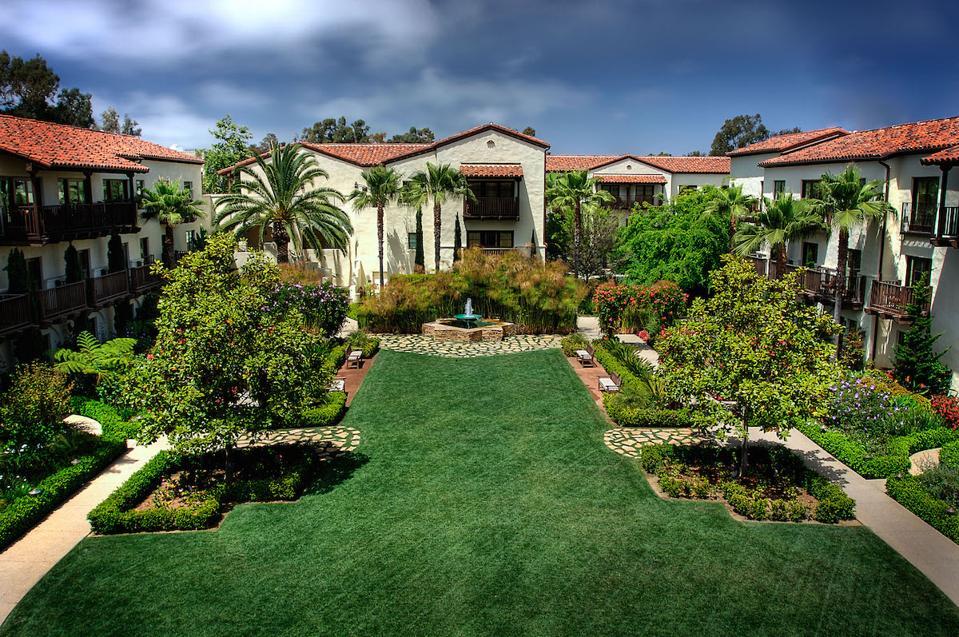 Estancia La Jolla Hotel & Spa courtyard