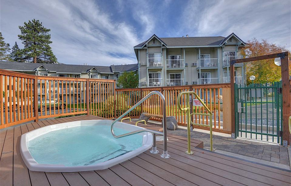 The Beach Retreat & Lodge provides numerous amenities.