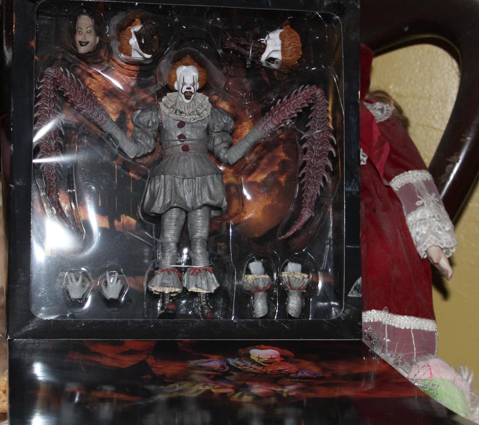 NECA Pennywise the dancing clown