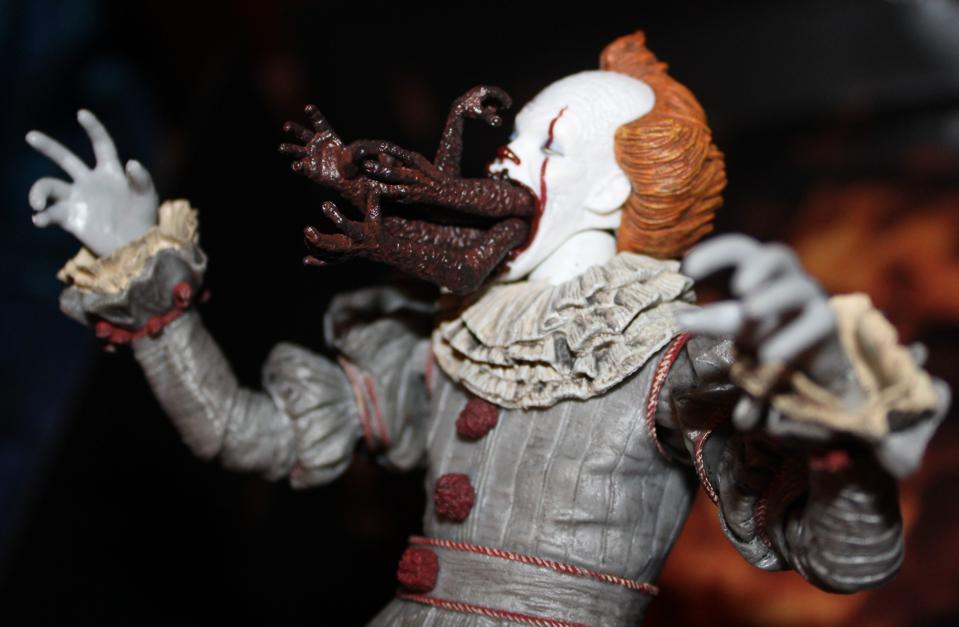 NECA Pennywise arms face.