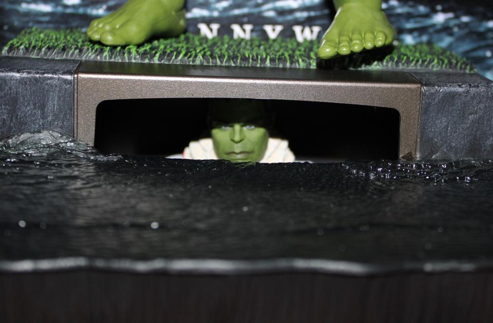 Hulk as Pennywise
