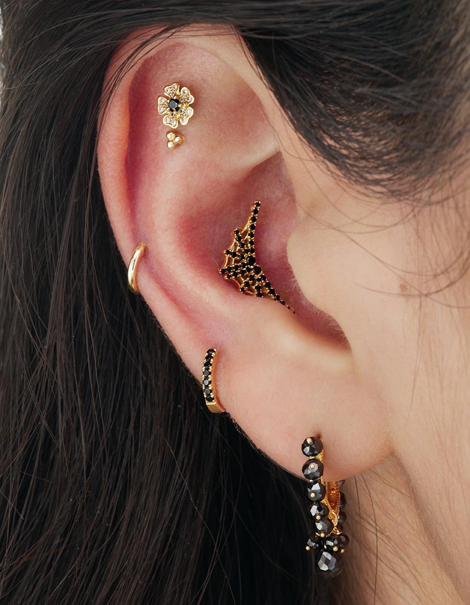 Celebrity Party: black pearls, black diamonds, gold