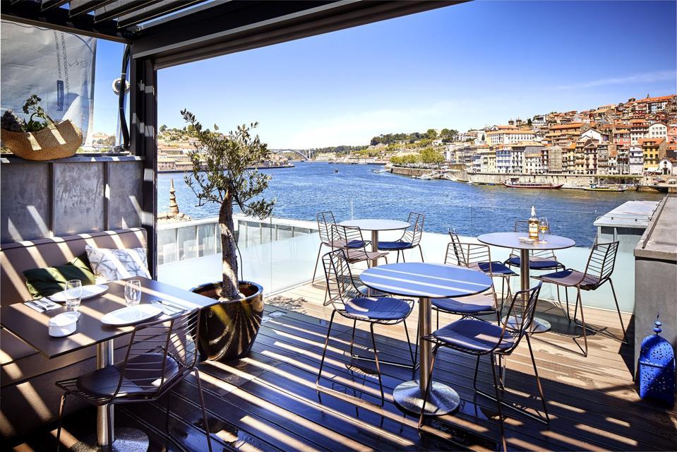 The sun terrace lounge at Porto Cruz