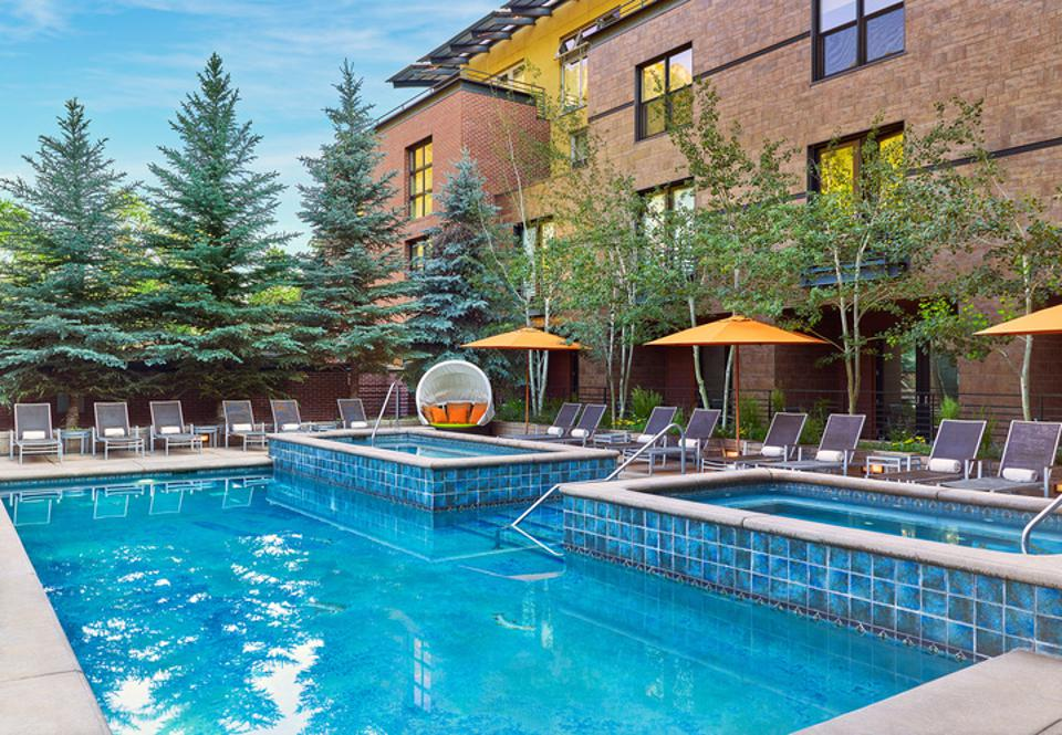 The guests can enjoy a sparkling pool at Limelight Aspen.