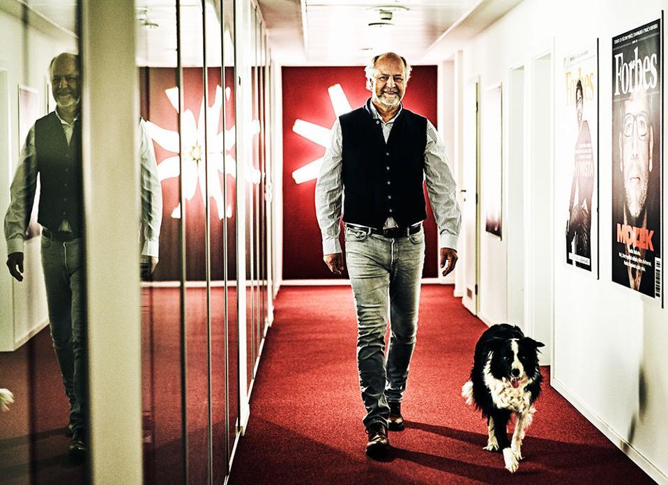 Pavel-Baudis-walking