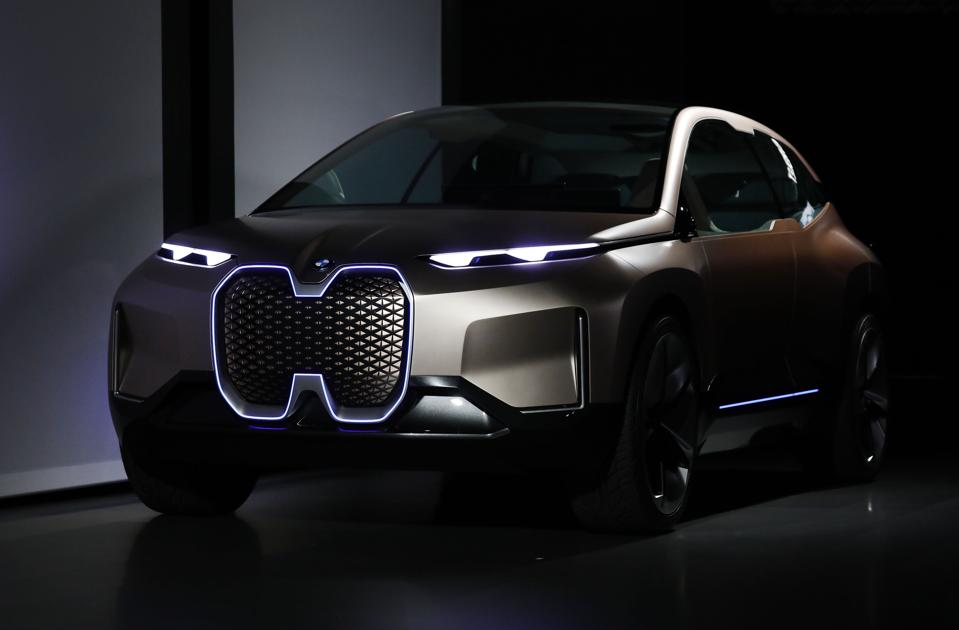 BMW, Mercedes' Daimler Face Challenging Financial Reports