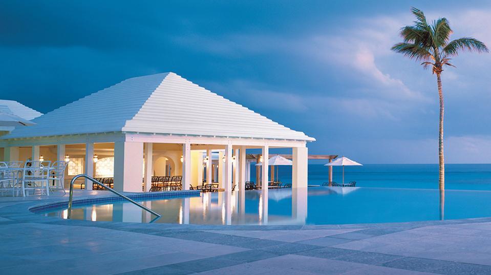 Forbes-Pools-RosewoodBermuda-HorizonPool-CreditRosewoodHotelsandResortsLLC
