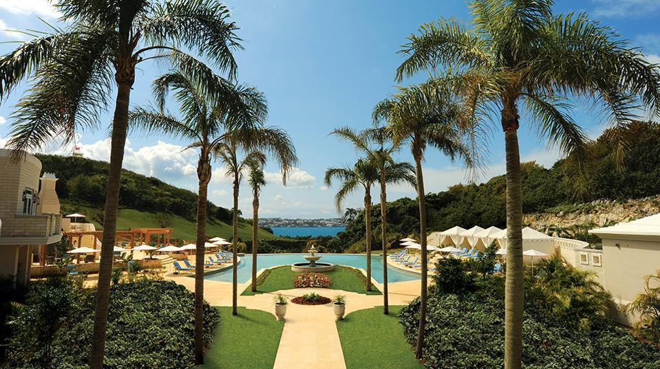 Forbes-Pools-RosewoodBermuda-PalmCourtPool-CreditRosewoodHotelsandResortsLLC