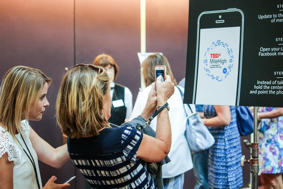 Một mã bot messenger được quét tại Denver tại TedXMileHigh 2017.