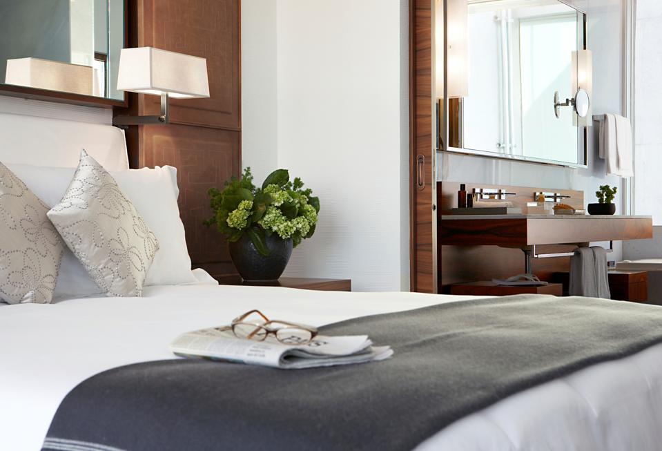 Las Alcobas Bed and Bathroom
