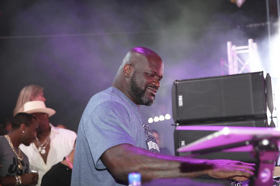 Shaq performing at T-Mobile Derby After Dark
