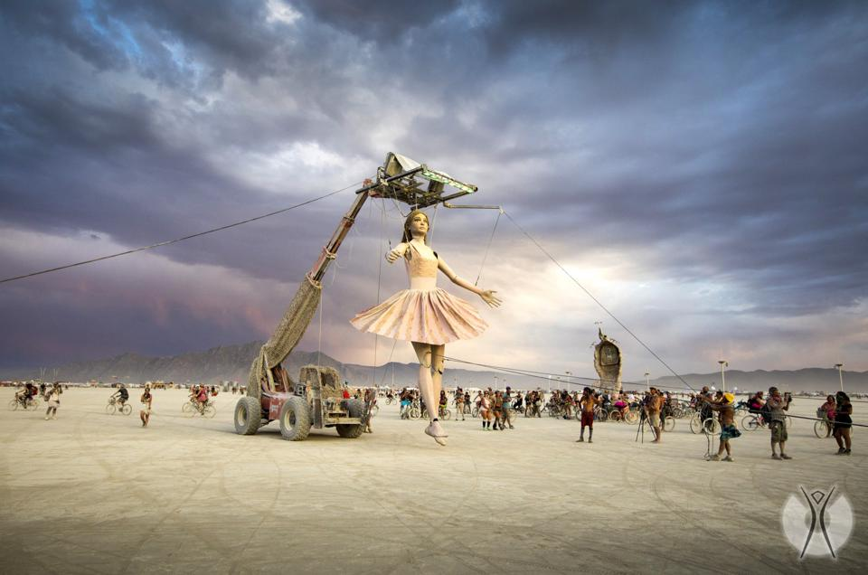 Step Forward, a conceptual art project at the 2017 Burning Man by Miguel Angel Martin Bordera with a giant puppet who walks and talks, and interacts with fellow participants.