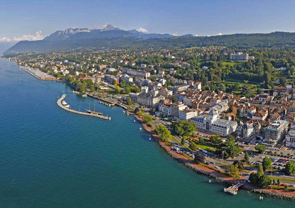 From above, the town of Evian and the Alps