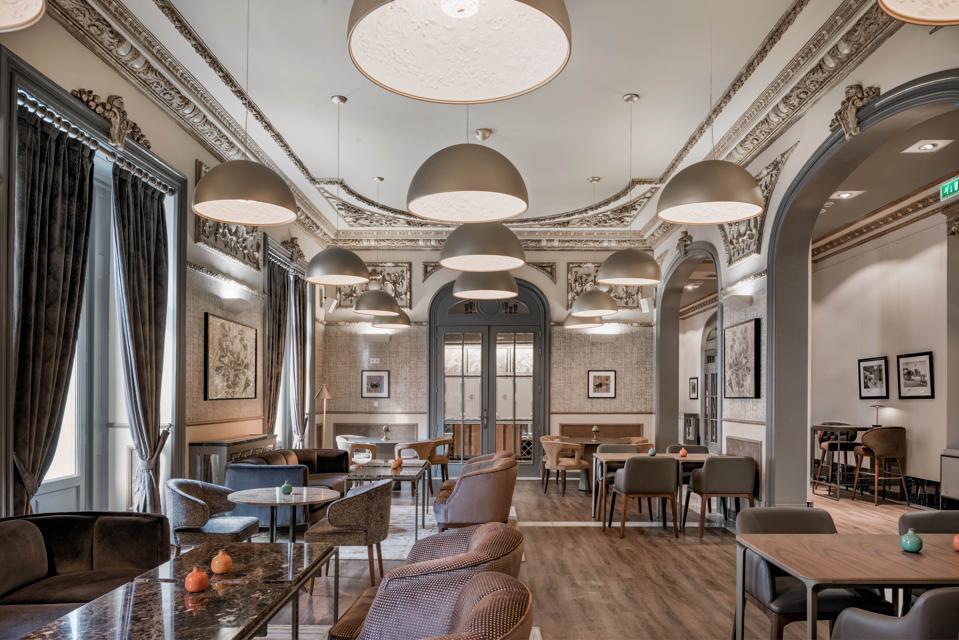 A salon at Hotel Circulo Gran Via