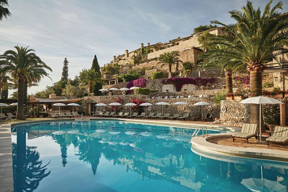 The main pool at Belmond La Residencia.