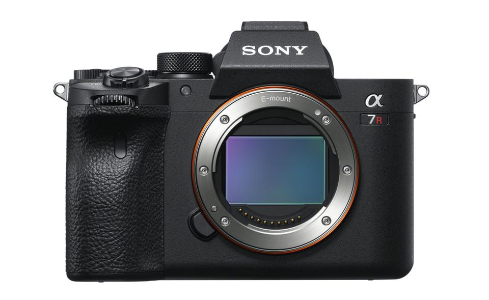 Sony Announces Its Latest Mirrorless Camera With An Amazing