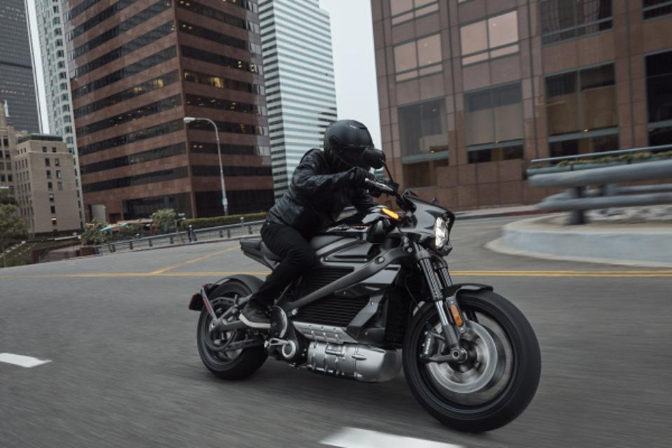 Live Wire Electric >> 2020 Harley Davidson Livewire Electric Motorcycle Test Ride