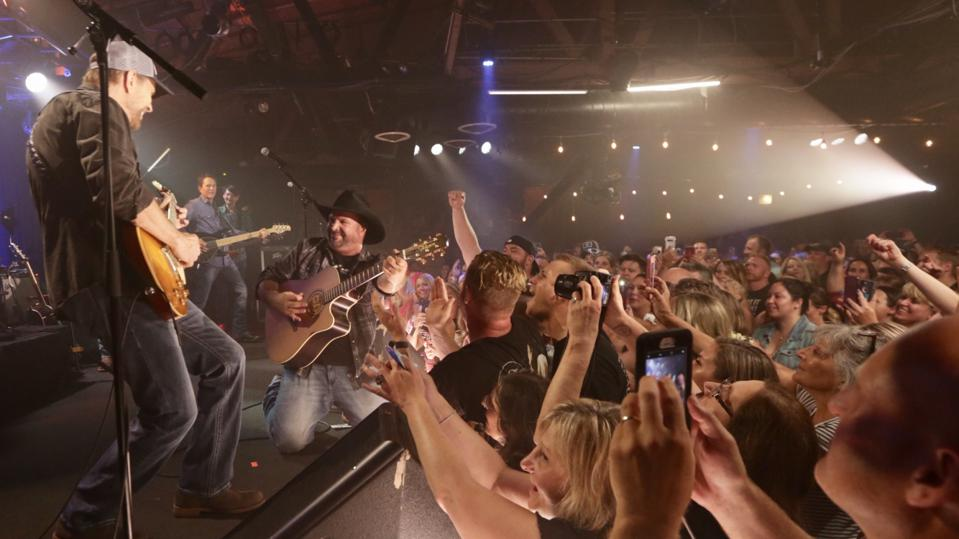 Garth Brooks performs on opening night of the ″Dive Bar″ tour. Monday, July 15, 2019 at Joe's Bar in Chicago. (Photo by 8 Ten, Inc.)