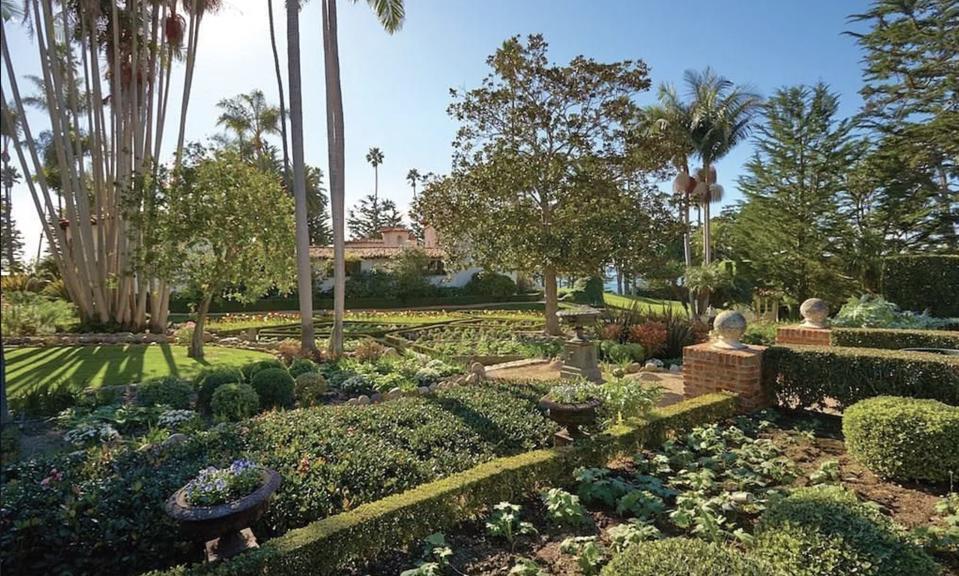 La Casa Pacifica Gardens