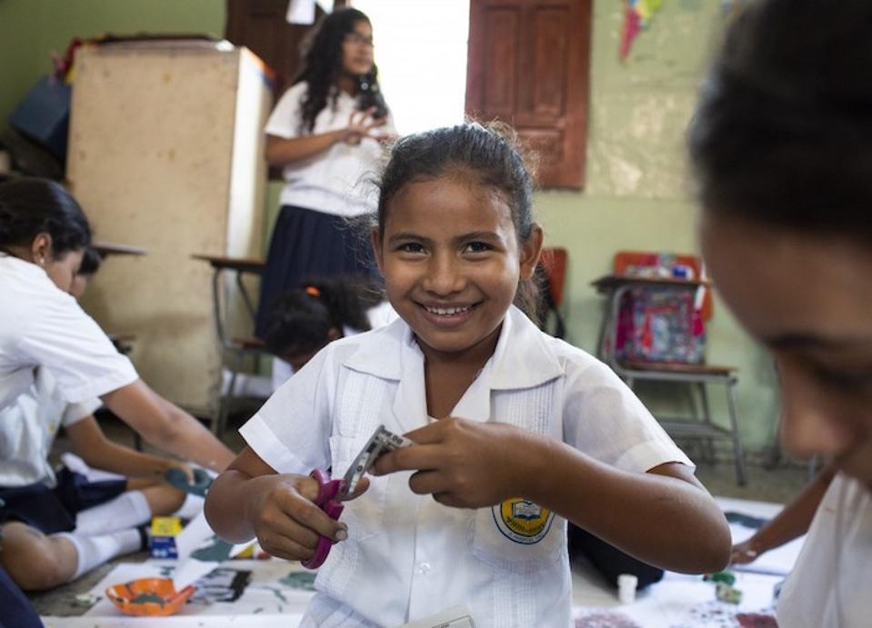 Otroci sodelujejo v rekreativnih dejavnostih za zmanjševanje nasilja, ki jih financirajo lokalne občine pod okriljem UNICEF-a v El Progresu v Hondurasu.