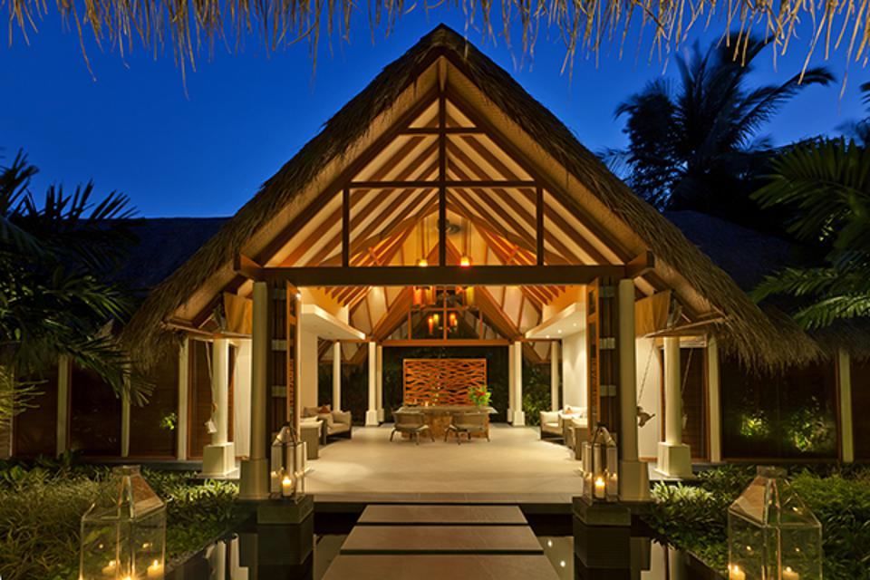 The walkway leading to Baros' Serenity Spa