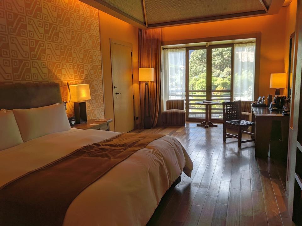 A room at Tambo Del Inka Resort and Spa
