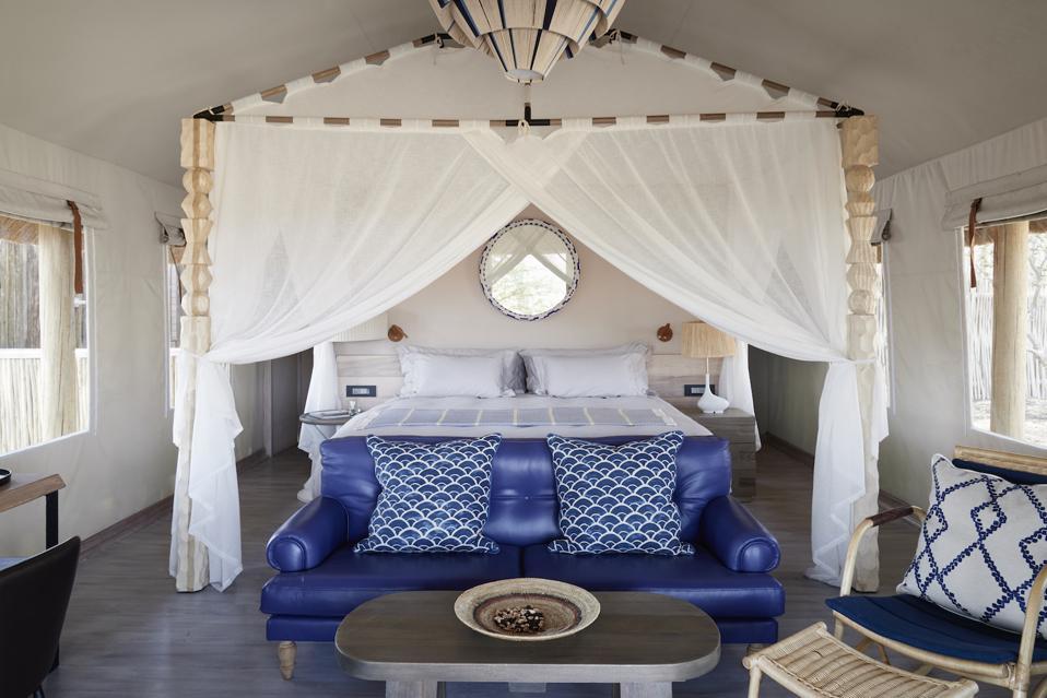Belmond Savute Elephant Lodge -hotellin deluxe-teltan sisustus