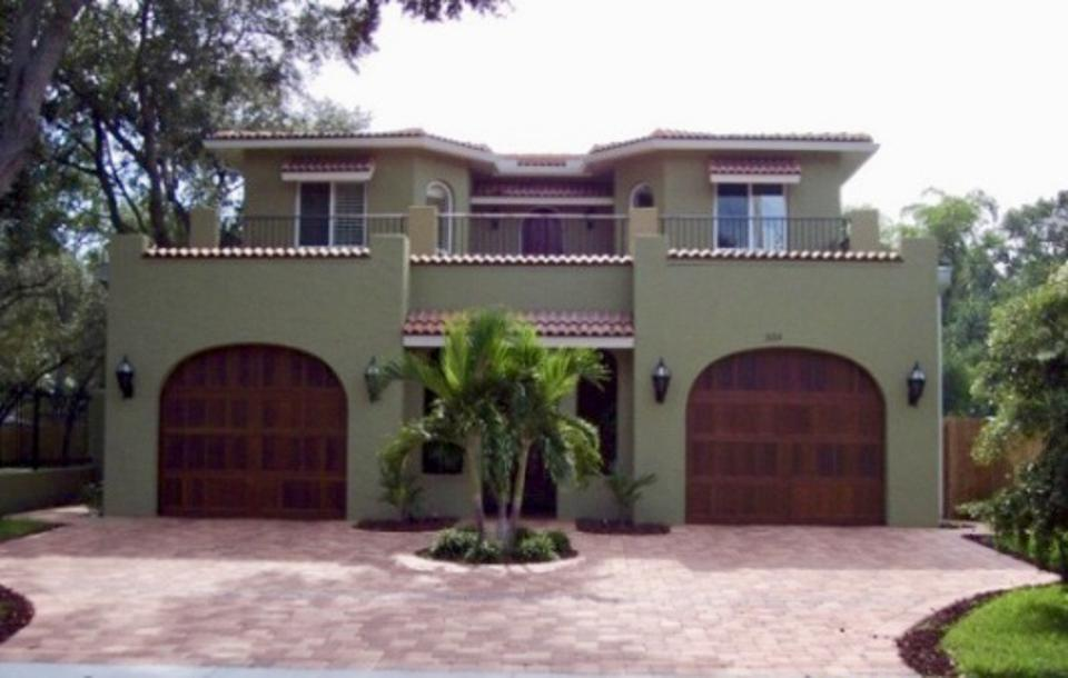 This southwestern style house was built using steel SIPs and is located in FL.