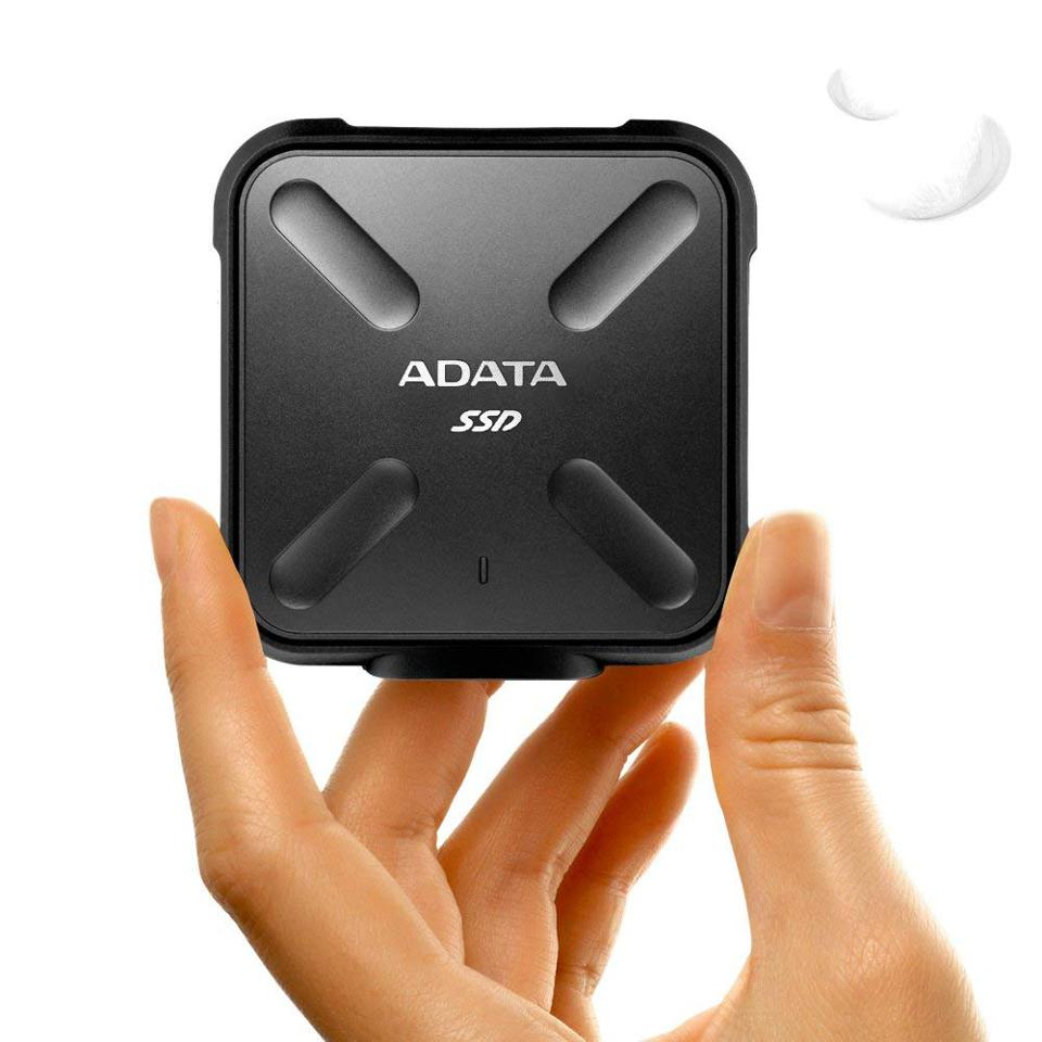 ADATA 1TB SSD [19659043] ADATA 1TB SSD </p> <p><small>  Adata </small></fbs-accordion></figcaption></figure> <p>  This little gem is impressive – and cheap. (Prices start at $ 140.) With its square shape, it fits perfectly in the palm of your hand and supports Windows, Mac OS and Android devices. </p><div><script async src=