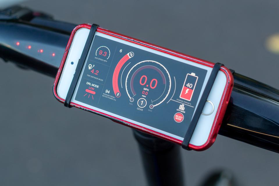 The GoCycle app is loaded with data and adjustment controls.