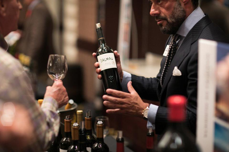 Vicente Dalmau Cebrián-Sagarriga Pouring his Dalmau Wine