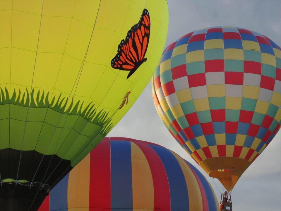 Hot air balloon rides can be found near Topnotch.