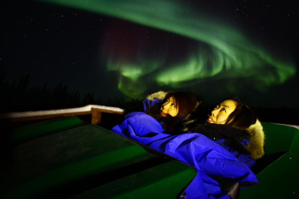 Canada-Aurora-Borealis-Northern-lights-heated-seats-