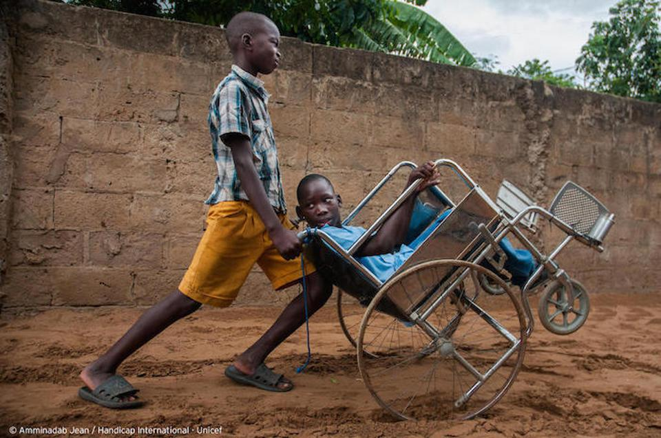 UNICEF and Handicap International partnered with the Mozambique government to make sure children with disabilities can get the special help they need. A friend pushes Ilídio, 11, in his wheelchair so he can get to school in Mozambique.