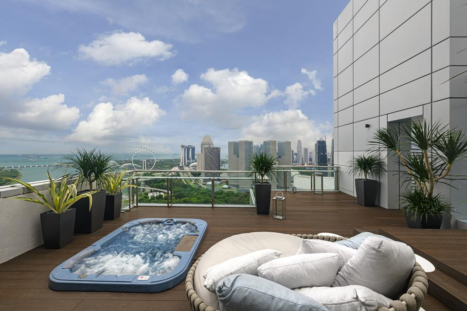 Concourse Penthouse Rooftop with Jacuzzi