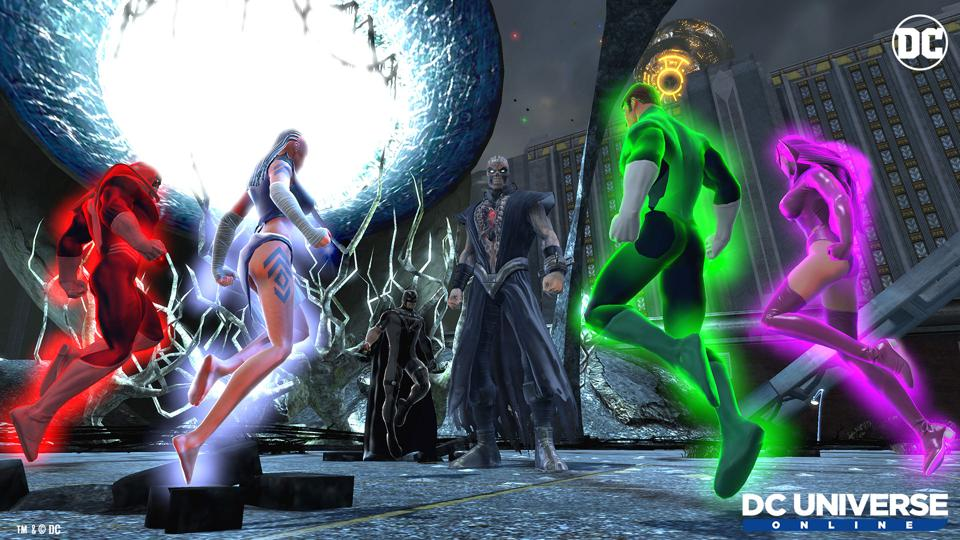 Green Lantern and other heroes teaming up in DC Universe Online.
