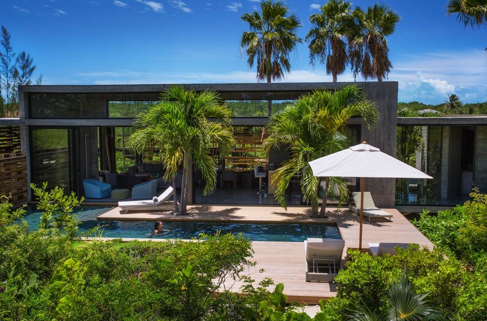 The pool at Villa Islander