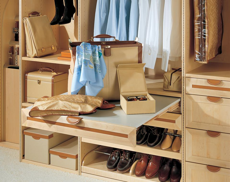 Travel closet with packing table