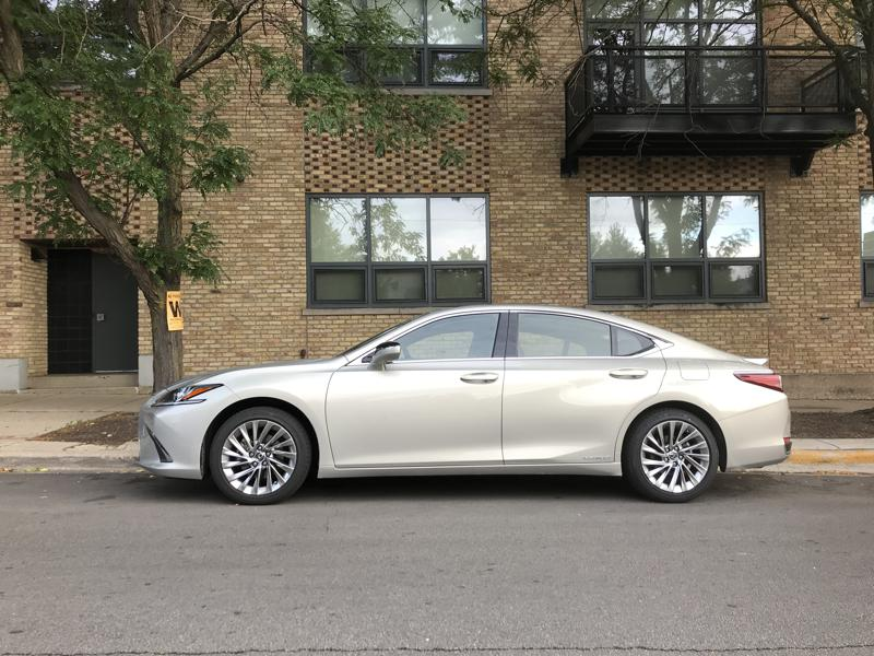 2019 Lexus ES300h Is The Right Hybrid At The Wrong Time