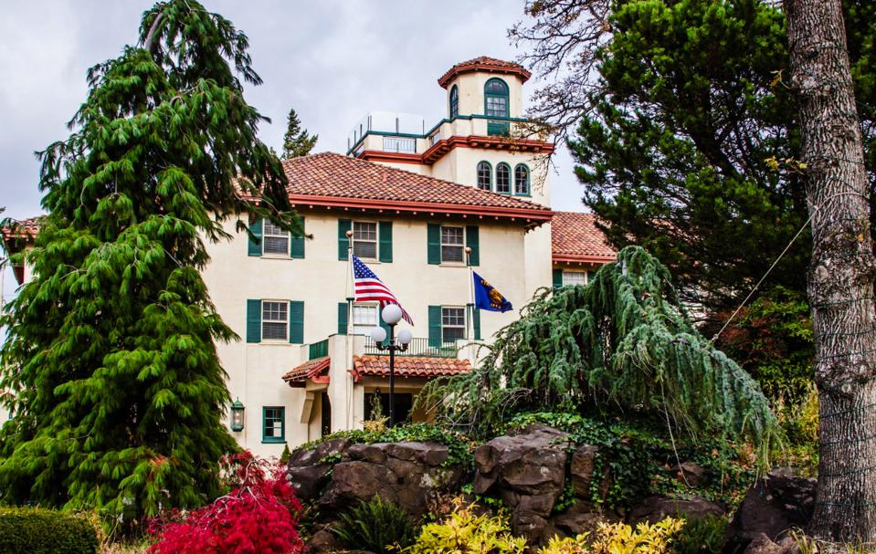Front of the Columbia Gorge Hotel & Spa